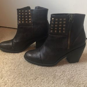 Rialto studded booties (brown)